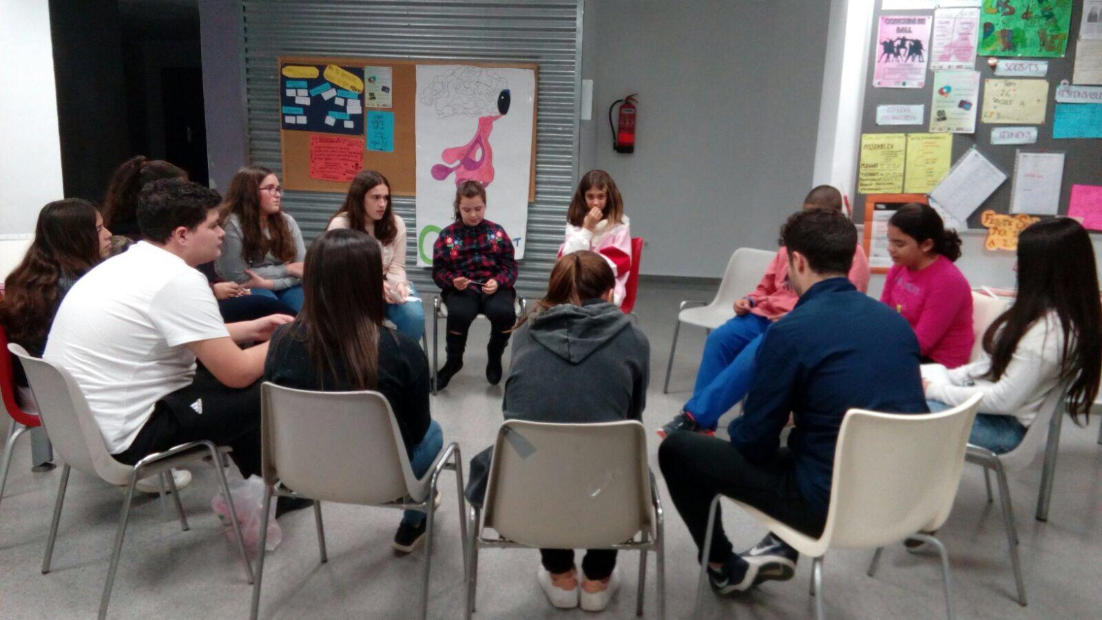 Les cases de joventut participen en les jornades «Violetes al carrer» de Quart de Poblet